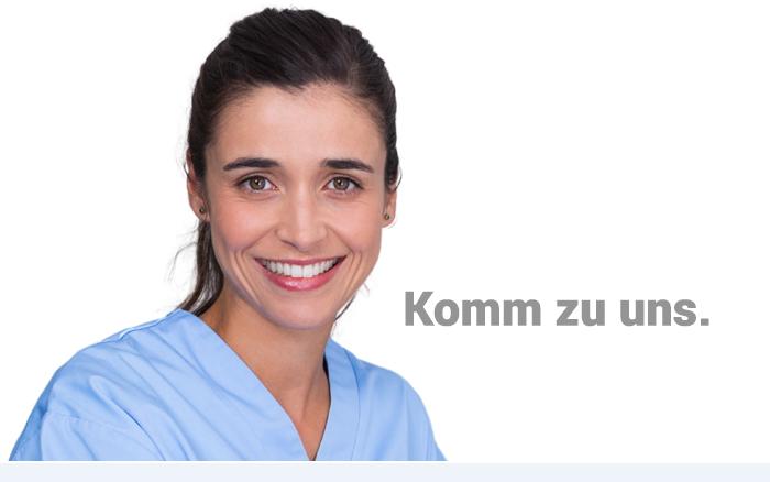 Zahnarzthelferin in Zahnarztpraxis